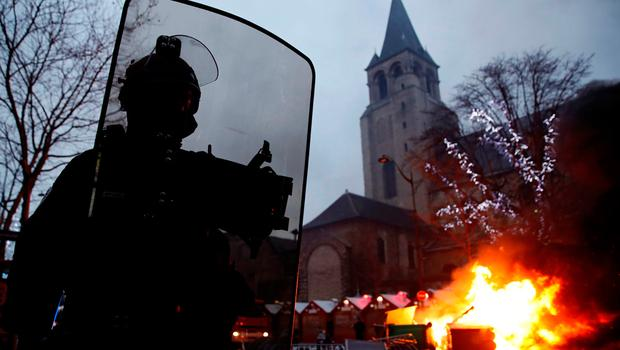 """Fire is seen near a Christmas market during a demonstration by the """"yellow vests"""" movement at Boulevard Saint Germain in Paris, France, January 5, 2019. REUTERS/Gonzalo Fuentes"""