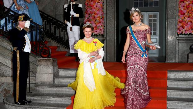 STOCKHOLM, SWEDEN - JUNE 13: Queen Sonja of Norway(L) and Queen Maxima of The Netherlands (R) depart after the royal wedding of Prince Carl Philip of Sweden and Sofia Hellqvist on June 13, 2015 in Stockholm, Sweden.  (Photo by Andreas Rentz/Getty Images)