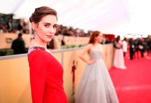 Alison Brie attends the 24th Annual Screen Actors Guild Awards Trophy Room at The Shrine Auditorium on January 21, 2018 in Los Angeles, California.  (Photo by Christopher Polk/Getty Images for Turner Image)