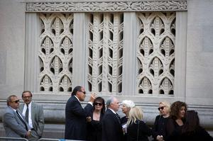 Guests line up outside of the funeral of comedienne Joan Rivers at Temple Emanu-El in New York September 7, 2014. REUTERS/Lucas Jackson