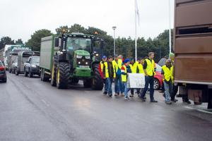 Farmers escalated their Beef Plan movement protest at Bandon on Wedensday.