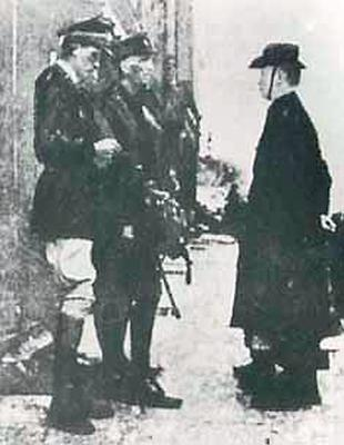 Padraig Pearse surrenders to British Forces in 1916