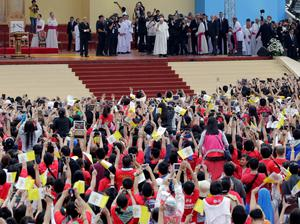 Pope Francis blesses pilgrims during a meeting with youths at the University of Santo Tomas (UST) in Manila January 18, 2015. REUTERS/Romeo Ranoco