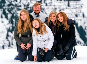 (L-R) Princess Catharina-Amalia, King Willem-Alexander of the Netherlands, Princess Ariane, Quenn Maxima and Princess Alexia pose for a picture on February 25, 2020 during their winter holiday in Lech am Arlberg in Austria. (Photo by DIETMAR STIPLOVSEK / APA / AFP)