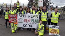Pictured at a protest outside the ABP Plant at Bandon Co Cork were members of the BEEF Plan movement Cork with Margerat Murphy O'Mahony TD for Cork West who are demanding better prices for beef farmers and intend to hold a week long protests at all ABP cork plants. Picture Denis Boyle