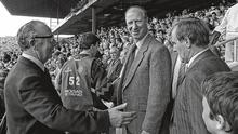 Deep in 'enemy' territory: Ireland manager Jack Charlton and his assistant Maurice Setters being welcomed to Croke Park for the 1989 All-Ireland SHC final between Tipp and Antrim. Photo: Ray McManus/Sportsfile