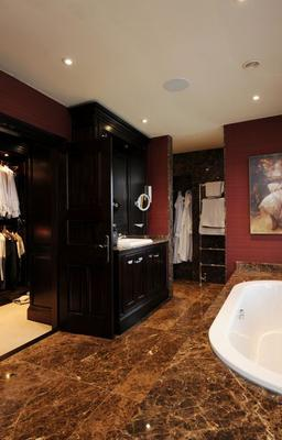 The dressing room boasts a full range of built-in wardrobes