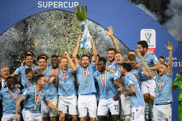 Lazio's Senad Lulic and teammates celebrate winning the Italian Super Cup with the trophy. Photo: Alberto Lingria/Reuters