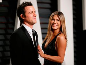 Jennifer Aniston and Justin Theroux at the Oscars Vanity Fair Party 2017. Picture: REUTERS/Danny Moloshok