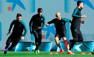 Lionel Messi, Neymar, Javier Mascherano and Sergio Busquets go through their paces ahead of tonight's game against PSG. Photo: Manu Fernandez