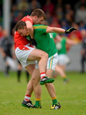 27 June 2015; Ronan Holdcroft, Louth, involved in a tussle off the ball with Mathew Murphy, Leitrim. GAA Football All-Ireland Senior Championship, Round 1B, Louth v Leitrim. County Grounds, Drogheda, Co. Louth. Picture credit: Piaras Ó Mídheach / SPORTSFILE