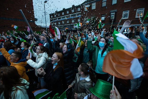Celebrations on Portland Row in Dublin's north inner city after boxer Kellie Harrington'won an Olympic Gold medal. Pic:Mark Condren 8.8.2021