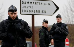 French gendarmes secure the roundabout near the scene of a hostage taking at an industrial zone in Dammartin-en-Goele, northeast of Paris. Reuters/Eric Gaillard
