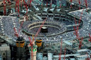 An aerial view shows Muslim worshippers praying at the Grand mosque surrounded by construction cranes, in the holy city of Mecca in this July 14, 2015 file photo. At least 65 people were killed when a crane crashed in Mecca's Grand Mosque on September 11, 2015, Saudi Arabia's Civil Defence authority said, in an accident that came just weeks before Islam's annual haj pilgrimage.  REUTERS/Ali Al Qarni/Files