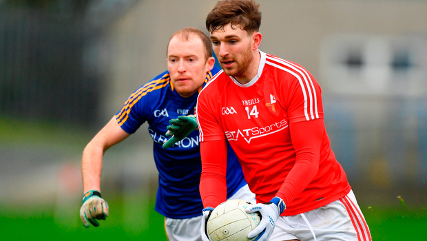 Sam Mulroy of Louth in action against Barry O'Farrell of Longford. Photo by Piaras Ó Mídheach/Sportsfile