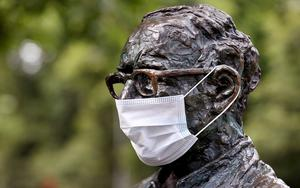 Pressure: Even Patrick Kavanagh got to weare a protective face mask on the Grand Canal in Dublin. The threat of a second wave of infections is exercising government minds. Photo: Steve Humphreys