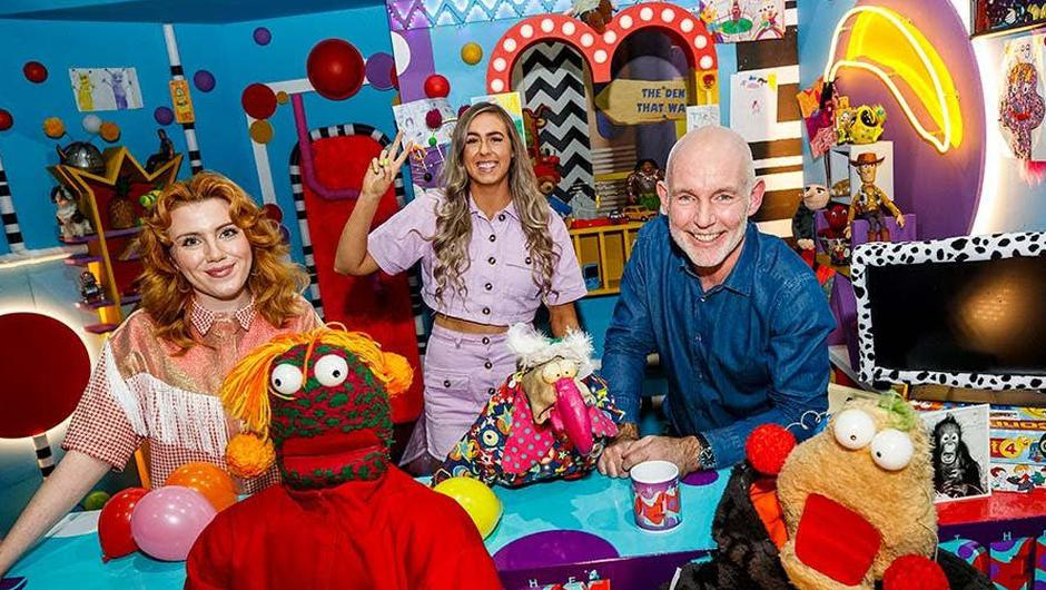 Sinéad with Zig and Zag, Dustin, presenter Ray D'Arcy and musical guest CMAT on The Den