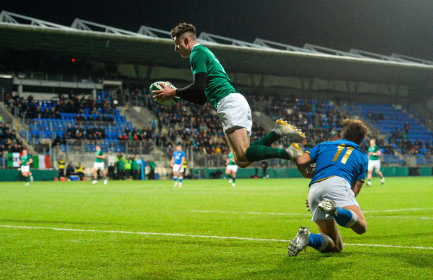 Ireland's James McCarthy catches a high ball ahead of Tommaso Coppo to score Ireland's fourth try. Photo: Sportsfile