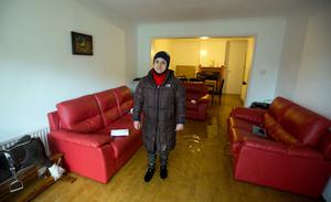 Suhair Al-Fouadi looks at her flooded lounge in Egham, Surrey. Steve Parsons/PA Wire