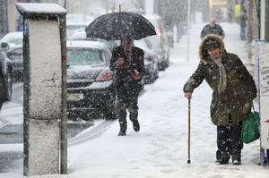 File photo from February 2014: People make their way down Main Street Castlebar, Co. Mayo in heavy snow. Photo : Keith Heneghan / Phocus.