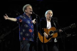 Paul Simon, right, and Art Garfunkel perform during the 25th Anniversary Rock & Roll Hall of Fame concert at Madison Square Garden in New York, Thursday, Oct. 29, 2009 (AP Photo/Henny Ray Abrams)