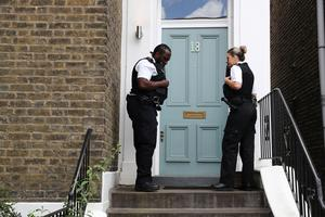 Police officers knock on his door after Cummings had left. Photo: Reuters/Simon Dawson