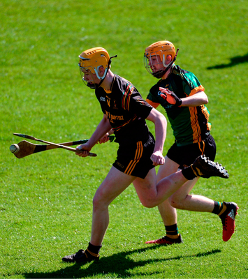Eoin Sheehan of John The Baptist Community School in action against Darren Grego of St Mary's CBGS. Photo by Piaras Ó Mídheach/Sportsfile