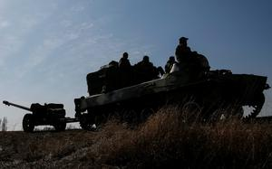 A towed artillery piece, part of a convoy from the Ukrainian armed forces that includes armoured personnel carriers, military vehicles and other towed artillery pieces, is seen on the move as it is pulled back from the Debaltseve region, in Blagodatne, eastern Ukraine. Reuters/Gleb Garanich