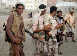 Armed members of the Popular Committee stand on a street in Yemen's southern port city of Aden January 22, 2015. The airport and seaport in Aden resumed work on Thursday, having closed for a day in protest against the Houthi offensive against the administration of the country's President Abd-Rabbu Mansour Hadi. Aden is the main city of Yemen's south, Hadi's home region, where officials denounced what they called a coup against him and shut the air and sea ports of the city. REUTERS/Yaser Hasan (YEMEN - Tags: POLITICS CIVIL UNREST)
