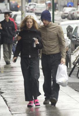 Actress Gwyneth Paltrow walks with her boyfriend musician Chris Martin of Coldplay February 23, 2003 in New York City.  (Photo by Mario Magnani/Getty Images)