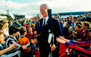 Jack Charlton meets young supporters at Ireland's homecoming from the 1990 World Cup. Photo: Ray McManus. Photo: Sportsfile