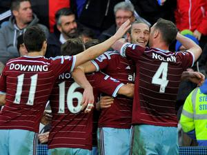 West Ham United's Andy Carroll (2nd R) celebrates his goal against Swansea