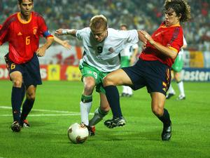 Damien Duff in action against Spain's Puyol and Fernando Hierro (6). FIFA World Cup Finals, 2nd Round, Republic of Ireland v Spain, Suwon World cup stadium, Suwon, Korea. Picture credit; David Maher / SPORTSFILE *EDI*