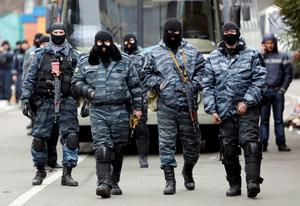 Members of Berkut anti-riot unit prepare to leave their barracks in Kiev February 22, 2014. The heads of four Ukrainian security bodies, including the police's Berkut anti-riot units, appeared in parliament on Saturday and declared they would not take part in any conflict with the people. REUTERS/Yannis Behrakis (UKRAINE  - Tags: POLITICS CIVIL UNREST)