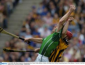 31 July 2005; Ollie Moran, Limerick, wins possession from Tommy Walsh, Kilkenny. Guinness All-Ireland Senior Hurling Championship Quarter-Final, Kilkenny v Limerick, Croke Park, Dublin. Picture credit; Ray McManus / SPORTSFILE