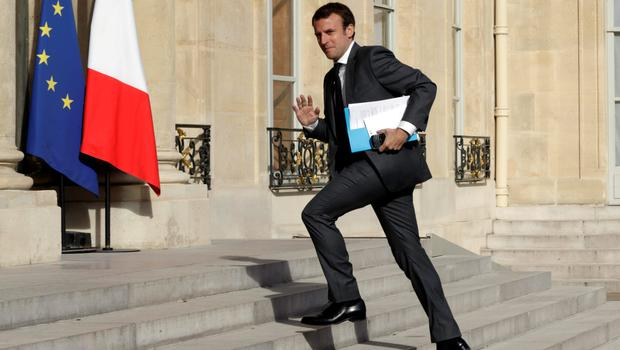 French Economy Minister Emmanuel Macron arrives to attend a council meeting on Greece at the Elysee Palace in Paris, France, June 29, 2015 .There are a few hours left to try and strike a deal on Greece, French President said on Monday, adding that it was up to the Greek government to decide if it wanted to come back to the negotiating table.  REUTERS/Philippe Wojazer