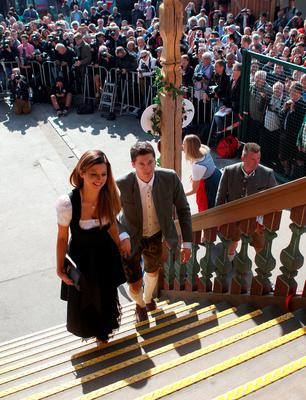Bayern's Robert Lewandowski and his partner Anna Stachurska, right, arrive as the players of FC Bayern Munich visit the Oktoberfest beer festival 2015 at Theresienwiese in Munich, southern Germany, Wednesday, Sept. 30, 2015 in Munich, Germany.  (Alexandra Beier/pool via AP)