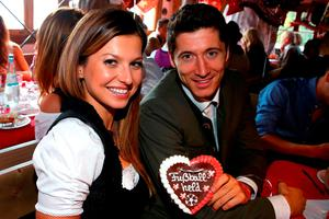 Robert Lewandowski of FC Bayern Munich and his partner Anna Stachurska pose during their visit at the Oktoberfest in Munich, Germany, September 30, 2015. REUTERS/Alexander Hassenstein/Pool