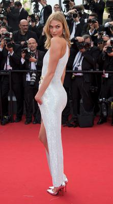 "Model Karlie Kloss poses on the red carpet as she arrives for the opening ceremony and the screening of the film ""La tete haute"" out of competition during the 68th Cannes Film Festival in Cannes, southern France, May 13, 2015. The 68th edition of the film festival will run from May 13 to May 24.                  REUTERS/Yves Herman"