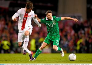 29 March 2015; Wesley Hoolahan, Republic of Ireland, in action against Grzegorz Krychowiak, Poland. UEFA EURO 2016 Championship Qualifier, Group D, Republic of Ireland v Poland. Aviva Stadium, Lansdowne Road, Dublin. Picture credit: Pat Murphy / SPORTSFILE