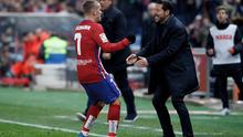 SPAIN, Madrid:Atletico de Madrid's French forward Antoine Griezmann and Atletico de Madrid's Argentine coach Diego Pablo Simeone Celebrates a goal during the Spanish League 2015/16 match between Atletico de Madrid and Athletic de Bilbao, at Vicente Calderon Stadium in Madrid on December 13, 2015.