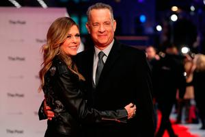 US actor Tom Hanks and his wife, US actress Rita Wilson (L) pose on the red carpet on arrival for the European Premiere of The Post in London on January 10, 2018. / AFP PHOTO / Daniel LEAL-OLIVASDANIEL LEAL-OLIVAS/AFP/Getty Images