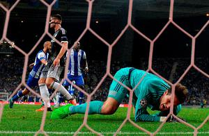Chelsea's Bosnian goalkeeper Asmir Begovic (R) lies on the field after Porto's midfielder Andre Andre (L) scored the opening goal during the UEFA Champions League Group G football match at the Dragao stadium in Porto on September 29, 2015