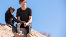 Louis Tomlinson and Eli the chimp.  Pic from One Direction Twitter