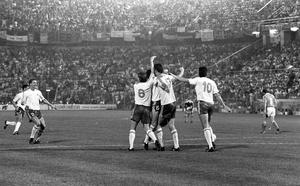 Holland V Republic of Ireland in Stadio Della Favorita, Palermo. Score: Holland 1 (goal by Gullit) - Republic of Ireland 1 (goal by Quinn) 21/06/1990. INDO PIC (Part of the NPA and Independent Newspapers)