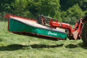 Kverneland's 3336 MT mounted mower in action in the field
