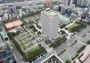 An aerial view shows Korea Electric Power Corp's Seoul headquarters (C) in Seoul Sepember 17, 2014. Hyundai Motor Group bid 10.55 trillion won ($10.14 billion) for a plot of land in Seoul's high-end Gangnam district, far higher than expected, beating out Samsung Electronics Co Ltd for the trophy property.