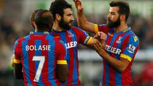 Mile Jedinak celebrates with his Crystal Palace teammates aftre scoring his side's equaliser in their Premier League clash with Swansea City at the Liberty Stadium. Photo: Harry Engels/Getty Images