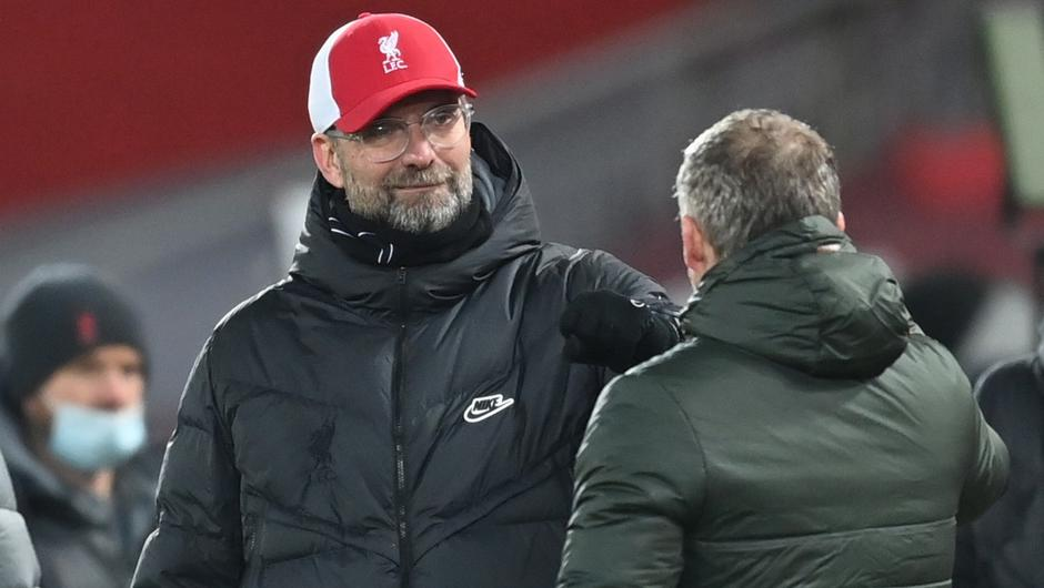 Liverpool manager Juergen Klopp bumps fists with Manchester United manager Ole Gunnar Solskjaer