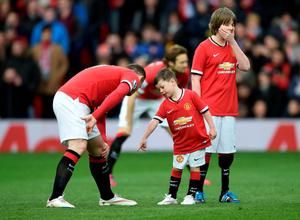 MANCHESTER, ENGLAND - MARCH 15:  Wayne Rooney of Manchester United runs out onto the pitch with his son Kai (C), who is a mascot for the day during the Barclays Premier League match between Manchester United and Tottenham Hotspur at Old Trafford on March 15, 2015 in Manchester, England.  (Photo by Michael Regan/Getty Images)